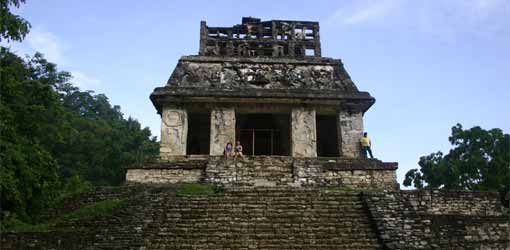 Mansard style roof palenque   http-::learningobjects.wesleyan.edu