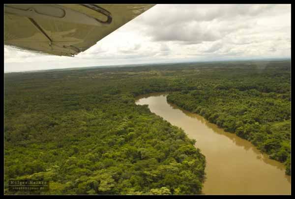 Little inland loop to fly from the international to the municipal airstrip - Kleine Runde �ber das Land auf dem Weg vom internationalen zum lokalen Flugplatz