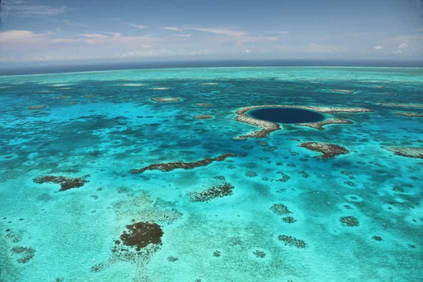 The Great Blue Hole at Lighthouse Reef 4ebfa4eb9f22