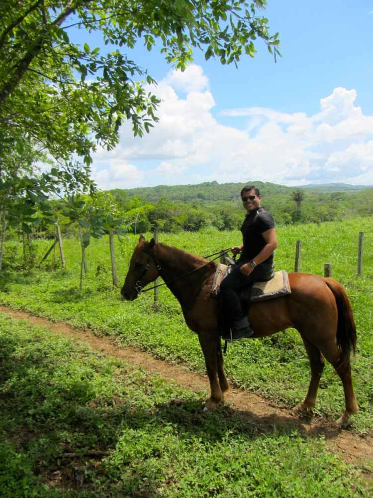 Horseback riding to Xunantunich