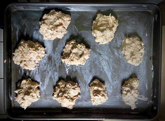 Powder dough dough on pan