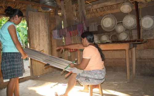 Kek'chi Maya weaving in Big Falls