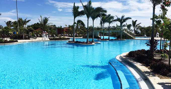 Pool area with swim up bar