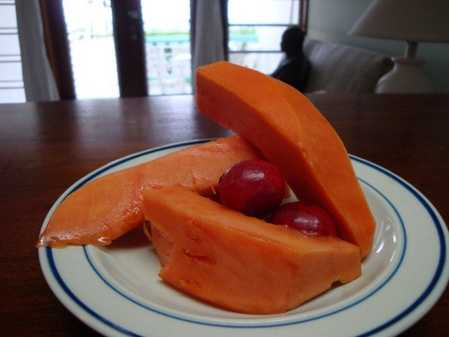 little red ones plated with sliced papaya...these little guys tasted like cranberry to me.