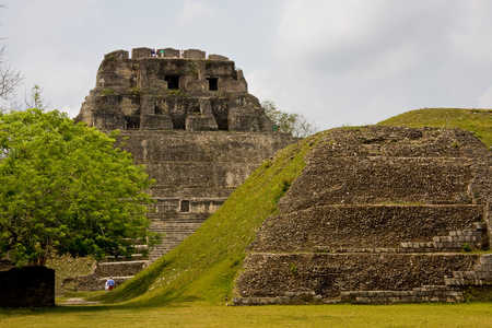 Xunantunich,_Cayo_District.jpg
