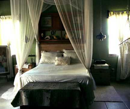 E-MAIL Bedroom back.jpg