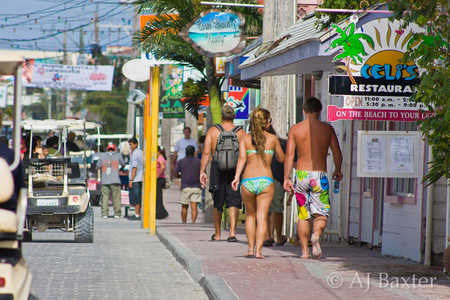 Typical_view_along_barrier_Drive,_San_Pedro_Town,_Ambergris_Caye.jpg