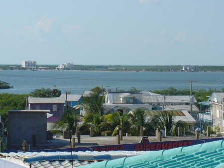 View_of_the_lagoon.jpg