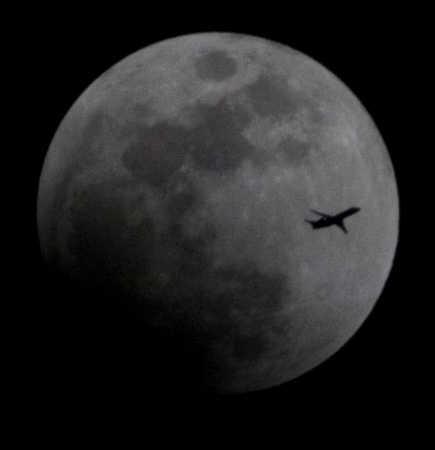 Eclipse_plane_100.jpg