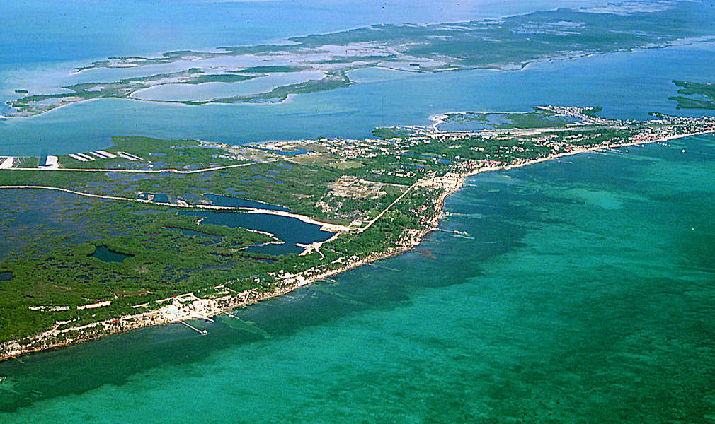 San Pedro Belize  city photo : Aerial View of San Pedro Town, 1999. Courtesy Sal Mazzullo